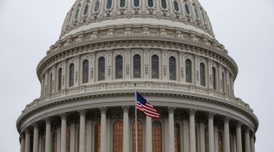ΗΠΑ: Συμβιβαστικό νομοσχέδιο βοήθειας κατά των οικονομικών συνεπειών της COVID-19 προωθούν οι Δημοκρατικοί στη Βουλή των Αντιπροσώπων
