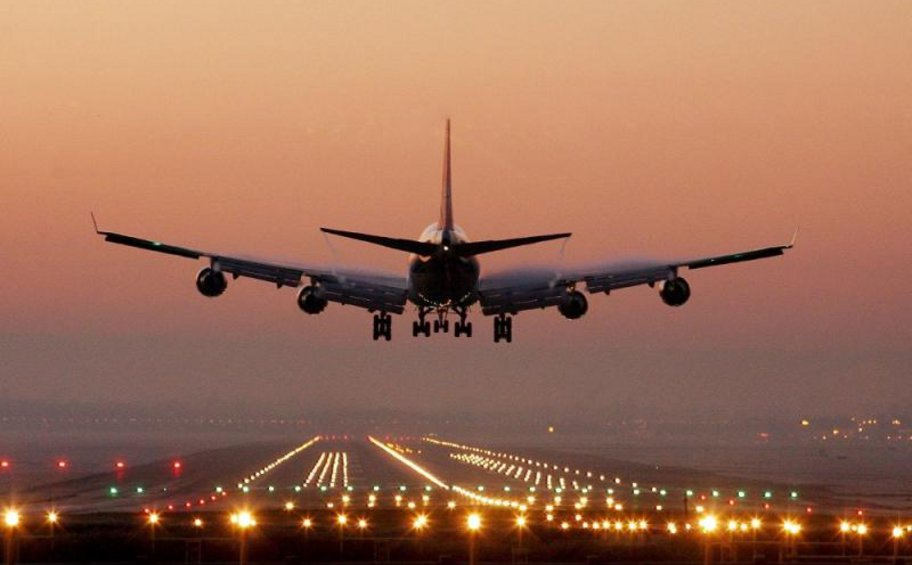 Το Βερολίνο εξετάζει το ενδεχόμενο μείωσης, σχεδόν στο μηδέν, των διεθνών πτήσεων προς την Γερμανία