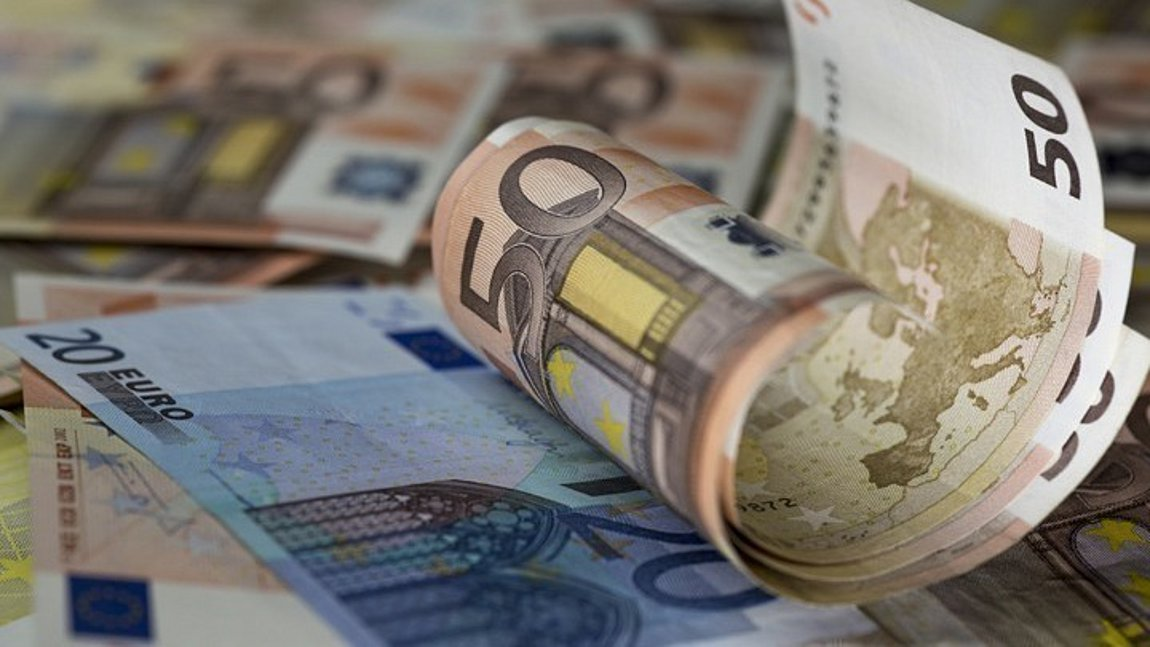 Πιστώνονται 33,1 εκατ. ευρώ σε δικαιούχους της επιστρεπτέας προκαταβολής και της αποζημίωσης ειδικού σκοπού