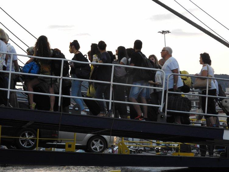 Γεμάτα ταξιδεύουν πλέον τα πλοία - Πλακιωτάκης: Επιβεβλημένη η αύξηση της πληρότητας - ΒΙΝΤΕΟ