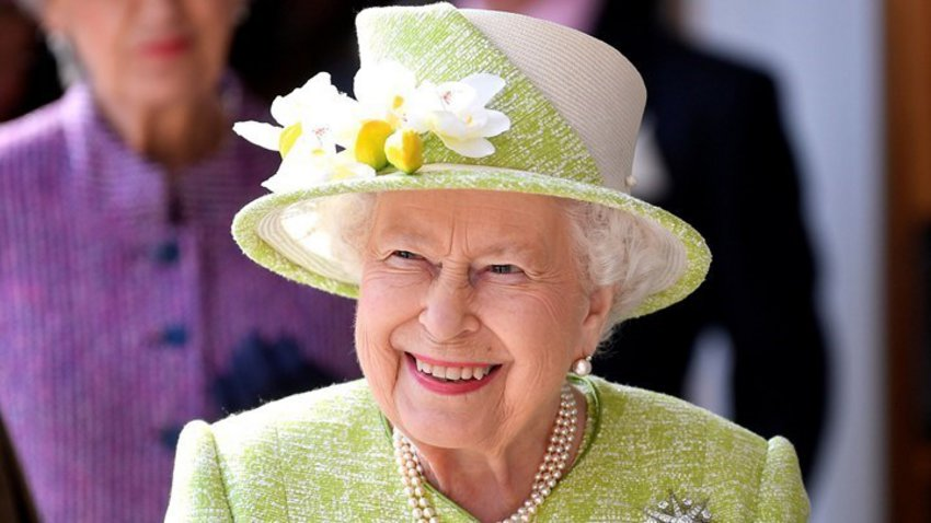 Βασίλισσα Ελισάβετ: Τα Ανάκτορα ακυρώνουν το διάγγελμα λόγω... Καρόλου