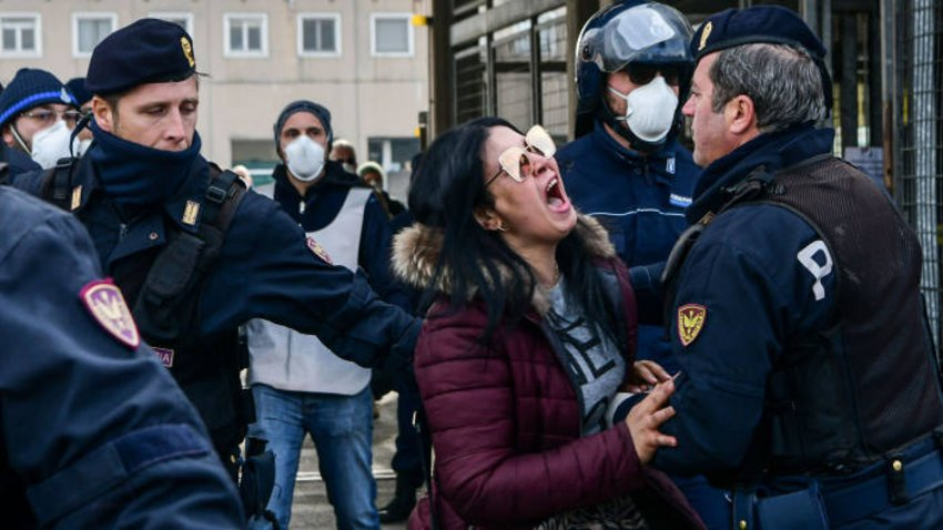 Τραγωδία με 10.000 νεκρούς στην Ιταλία - Επιδόματα για φάρμακα και τρόφιμα, κουπόνια για τα Σούπερ Μάρκετ