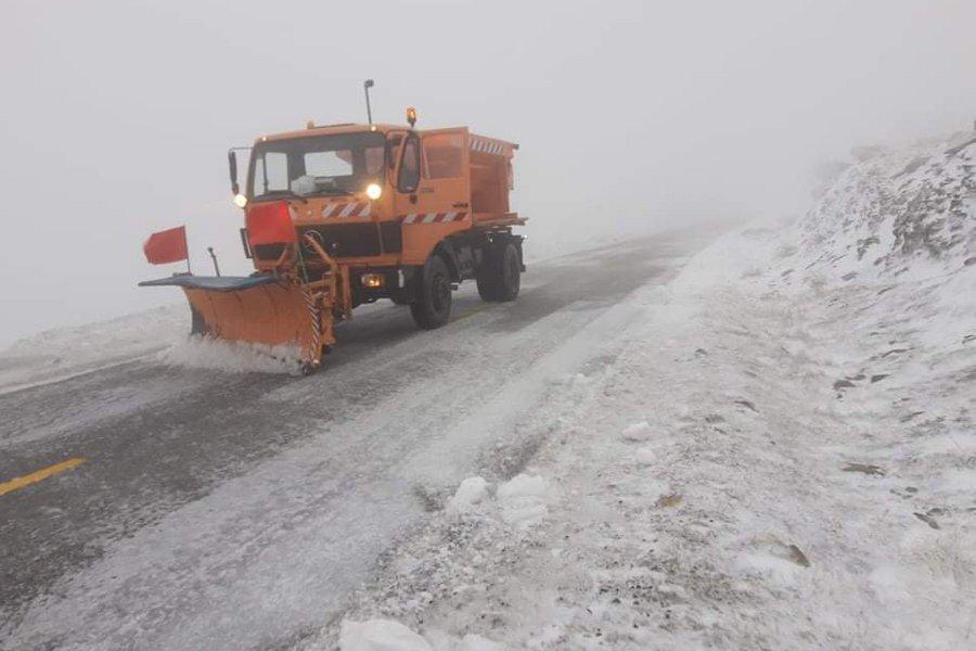 Χιονίζει σε ορεινές περιοχές του νομού Λάρισας - Σε ετοιμότητα μηχανήματα της Περιφέρειας Θεσσαλίας
