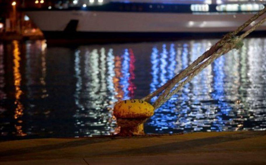 Έδεσε στον Πειραιά το «Ελευθέριος Βενιζέλος»: Σε καραντίνα στο πλοίο για 14 μέρες όσοι είναι θετικοί στον κορωνοΐό