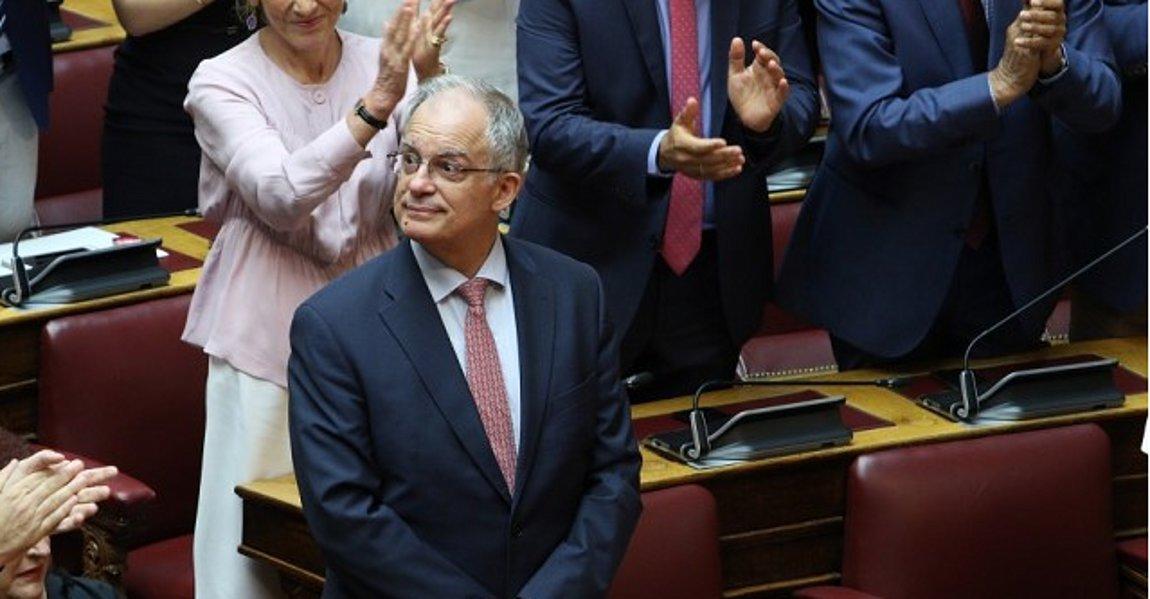 Διπλή δωρεά της Βουλής: 50 κλίνες ΜΕΘ και ένα εκατομμύριο ευρώ για τη φύλαξη των συνόρων