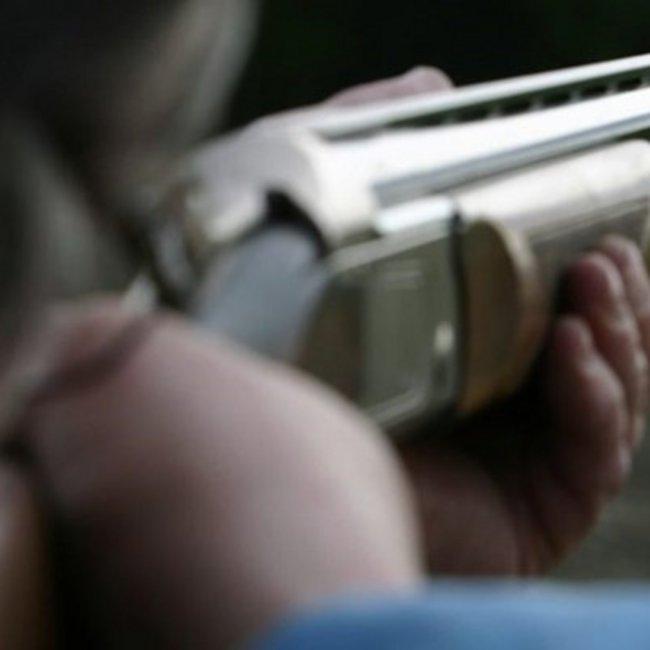 Χίος: Για απόπειρα ανθρωποκτονίας από πρόθεση θα δικαστεί ο 48χρονος, που πυροβόλησε και τραυμάτισε δύο 16χρονους Σύρους