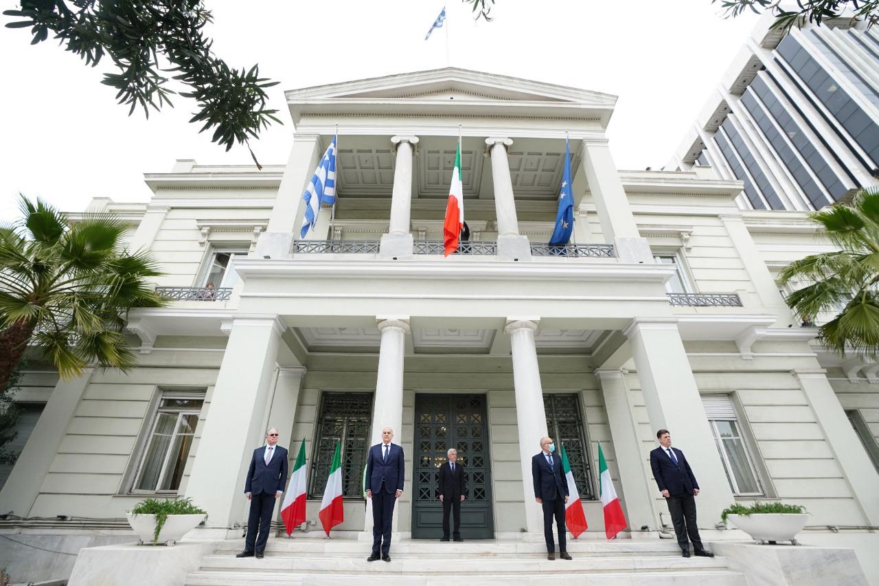 Η Βουλή φωταγωγείται στα χρώματα της Ιταλίας - Τελετή σε ένδειξη ...