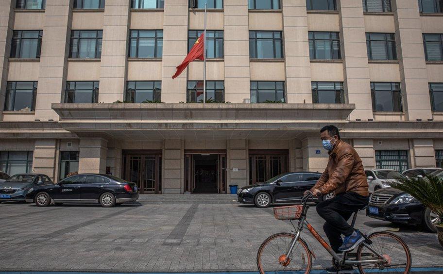 Γαλλία: Το BFMTV ζήτησε συγγνώμη για τα σχόλια δημοσιογράφου την ώρα που η Κίνα τιμούσε τα θύματα του κορωνοϊού