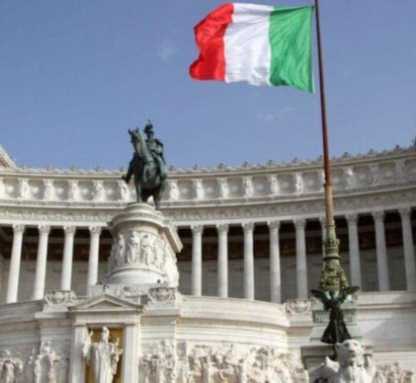O πρόεδρος της ιταλικής βουλής Ρομπέρτο Φίκο ευχαριστεί την Ελλάδα για την αλληλεγγύη της προς την δοκιμαζόμενη χώρα του