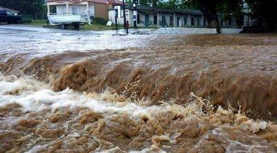 Ποτάμια οι δρόμοι στη Σιθωνία Χαλκιδικής από τις βροχοπτώσεις - Δύο γυναίκες διέσωσε η ΠΥ από χείμαρρο στον Λαγκαδά