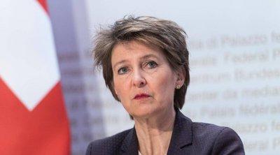 Σιμονέτα Σομαρούγκα: Η Ελβετία εργάζεται σε διάφορα σενάρια για τη σταδιακή χαλάρωση των περιοριστικών μέτρων