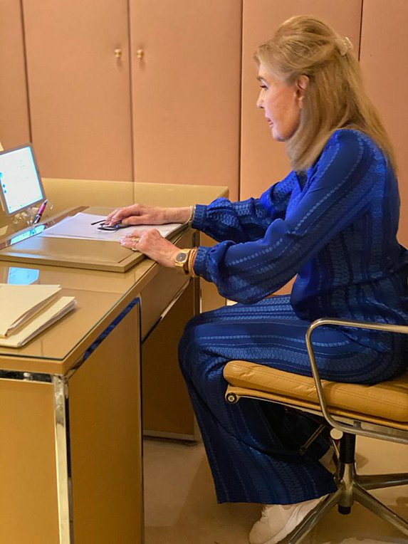 """Η Μαριάννα Β. Βαρδινογιάννη συνομιλεί μέσω skype με τις εκπροσώπους των Ιδρυμάτων Νέα Εστία Κοριτσιού """"Φιλοθέη η Αθηναία"""", Χριστιανική Στέγη Κοριτσιού """"Η Αγία Άννα"""", Ίδρυμα Γεωργίου και Αικατερίνης Χατζηκώνστα-Εκπαιδευτικής Μέριμνας Νέων"""