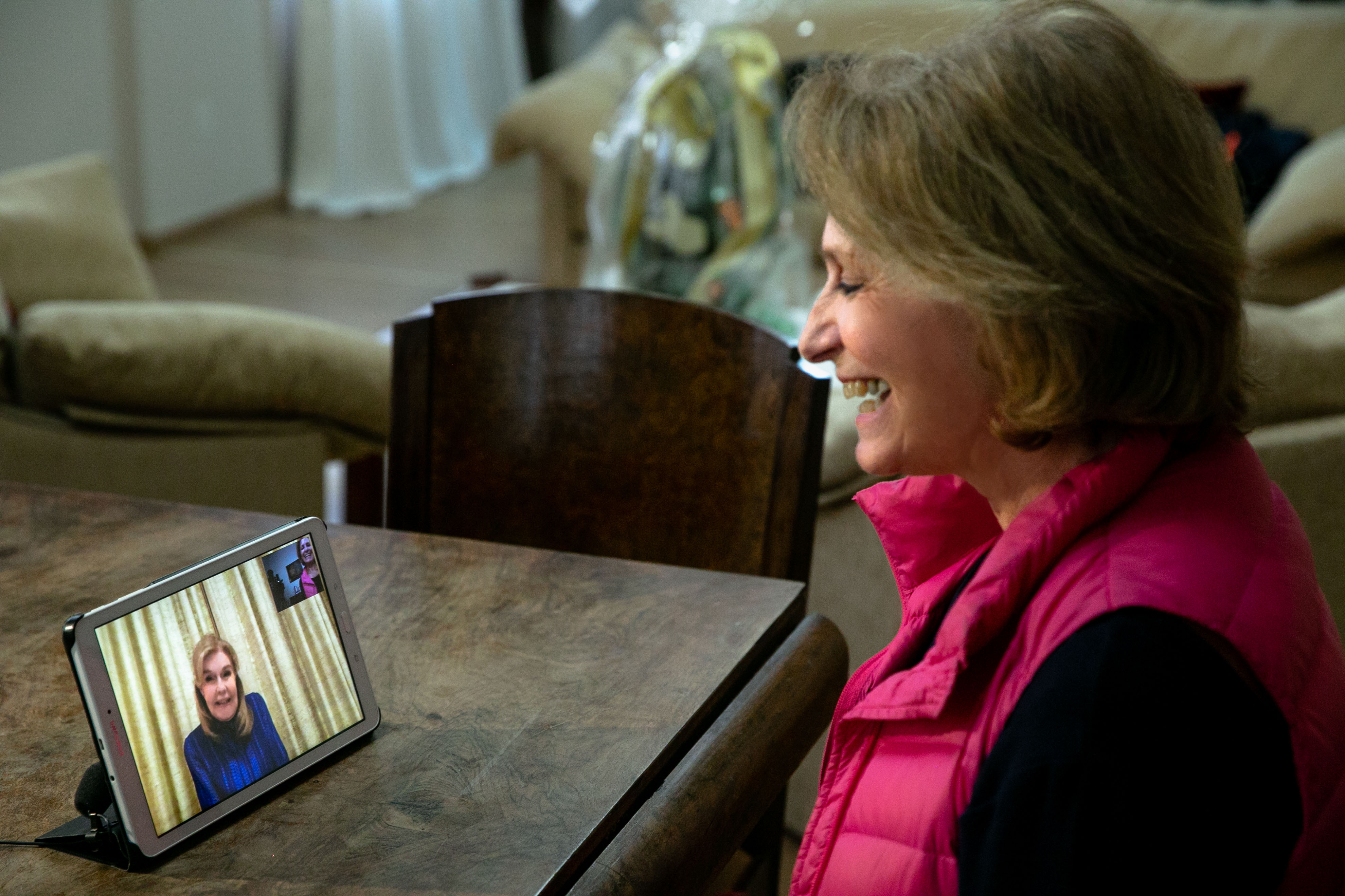 """Η Πρόεδρος της Χριστιανικής Στέγης Κοριτσιού """"Η Αγία Άννα"""" κυρία Ευαγγελία Παλαιολόγου  κατά τη διάρκεια του skype"""