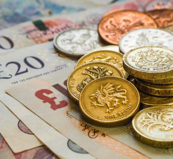 Βρετανία: Ο οίκος αξιολόγησης Moody's μείωσε το αξιόχρεο του ΗΒ κατά μία βαθμίδα