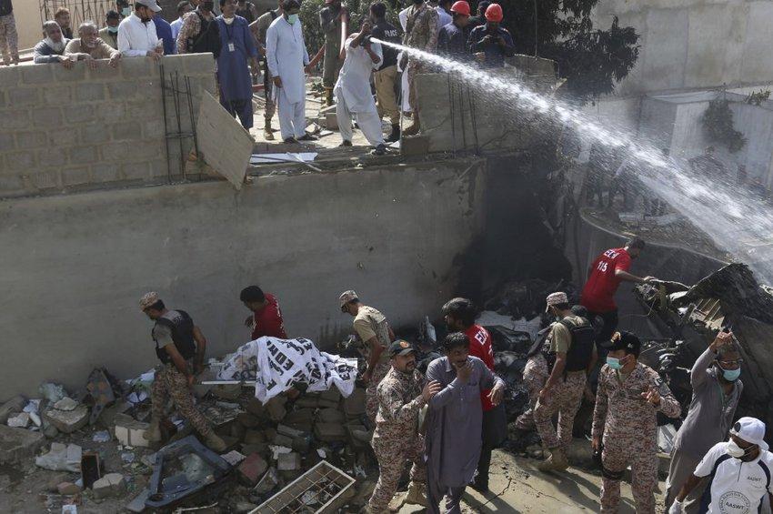 Βρέθηκαν τα μαύρα κουτιά του Airbus που συνετρίβη στο Πακιστάν - 99 επιβάτες νεκροί, δύο σώθηκαν
