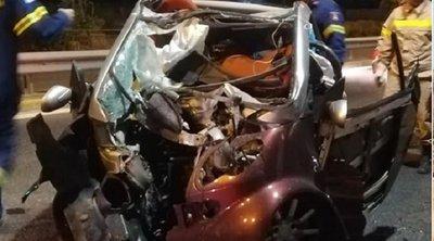 Σοκαριστικές εικόνες από τροχαίο στη Μαραθώνος: Διαλύθηκε το αυτοκίνητο - Σώθηκε από θαύμα η οδηγός