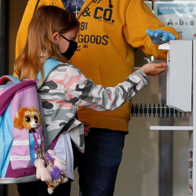Έναρξη σχολείων με μάσκες και σε βάρδιες - Καθυστέρηση ανοίγματος προτείνουν οι επιστήμονες