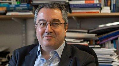 Μόσιαλος: Τον Αύγουστο το εμβόλιο της Οξφόρδης για τον κορωνοϊό