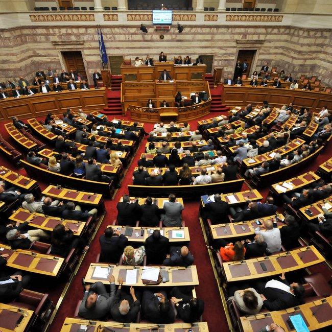 Ένταση στη Βουλή με αφορμή μήνυση περί εσχάτης προδοσίας για τη Συμφωνία των Πρεσπών