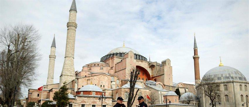 Ο Ερντογάν έχει δώσει εντολή για εργασίες στην Αγία Σοφία - Υφαίνονται χαλιά, τι θα γίνει με τις αγιογραφίες