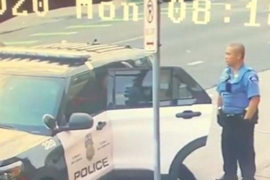 Υπόθεση Φλόιντ: Τον χτυπούσαν και μέσα στο περιπολικό - Νέο βίντεο ντοκουμέντο