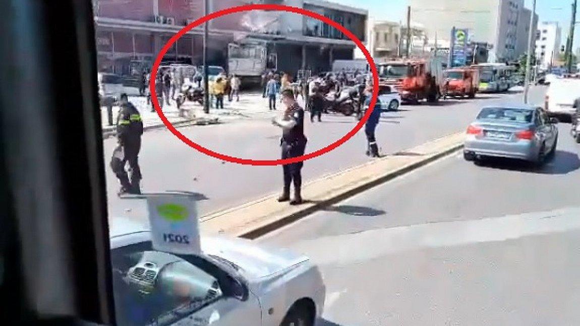 Πειραιώς: Φορτηγό «καρφώθηκε» σε κατάστημα
