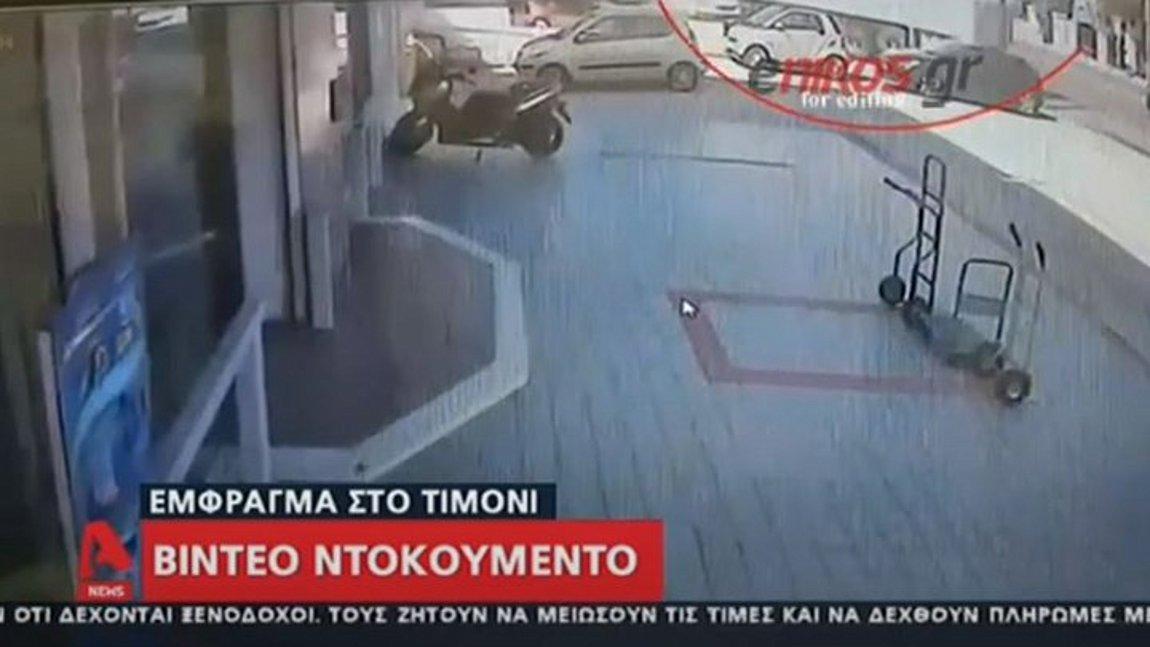 Η στιγμή που φορτηγό «καρφώθηκε» σε κατάστημα στην Πειραιώς - ΒΙΝΤΕΟ
