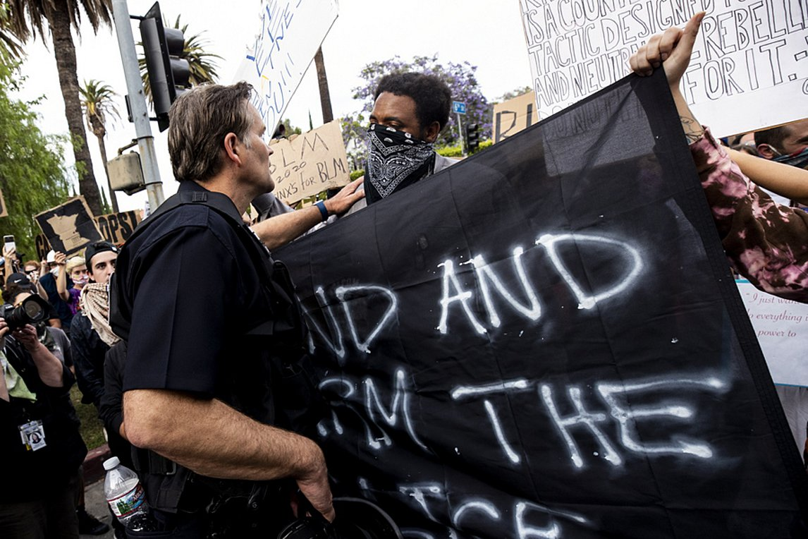 Θάνατος Φλόιντ: Ογδοη νύχτα διαδηλώσεων - Τι λένε οι Αμερικανοί για τους χειρισμούς Τραμπ