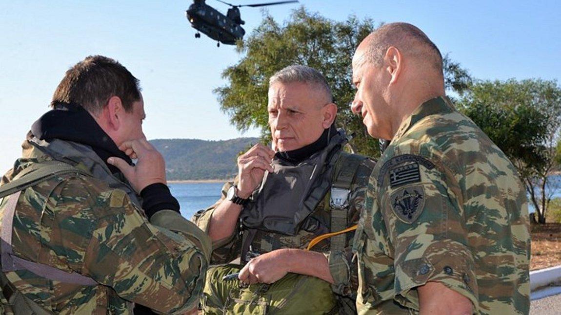 Κωνσταντίνος Φλώρος: Άλμα με αλεξίπτωτο έκανε ο Αρχηγός ΓΕΕΘΑ - Εντυπωσιακό βίντεο