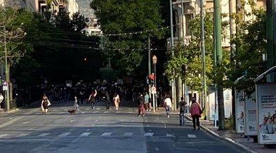 Πορεία στην Αθήνα για τη δολοφονία Φλόιντ: Ένταση και μία προσαγωγή