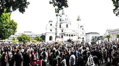 Αυστρία: Πάνω από 50.000 διαδηλωτές στη Βιέννη για τη δολοφονία του Τζορτζ Φλόιντ