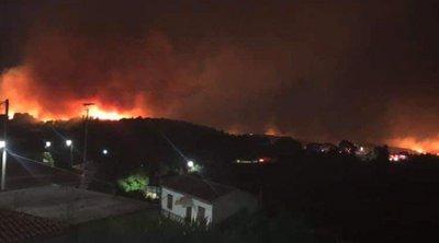 Σε ύφεση η πυρκαγιά στη Ζάκυνθο - Δύσκολη νύχτα για τις Μαριές, οι φλόγες απείλησαν το χωριό