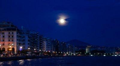 Η πανσέληνος του Ιουνίου από την παραλία της Θεσσαλονίκης - Εντυπωσιακές εικόνες