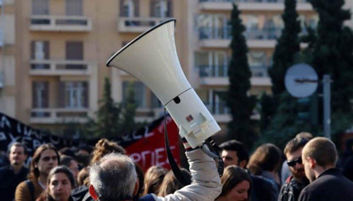 Στα ύψη το πολιτικό θερμόμετρο - Άρχισε η συζήτηση του νομοσχεδίου για τις διαδηλώσεις