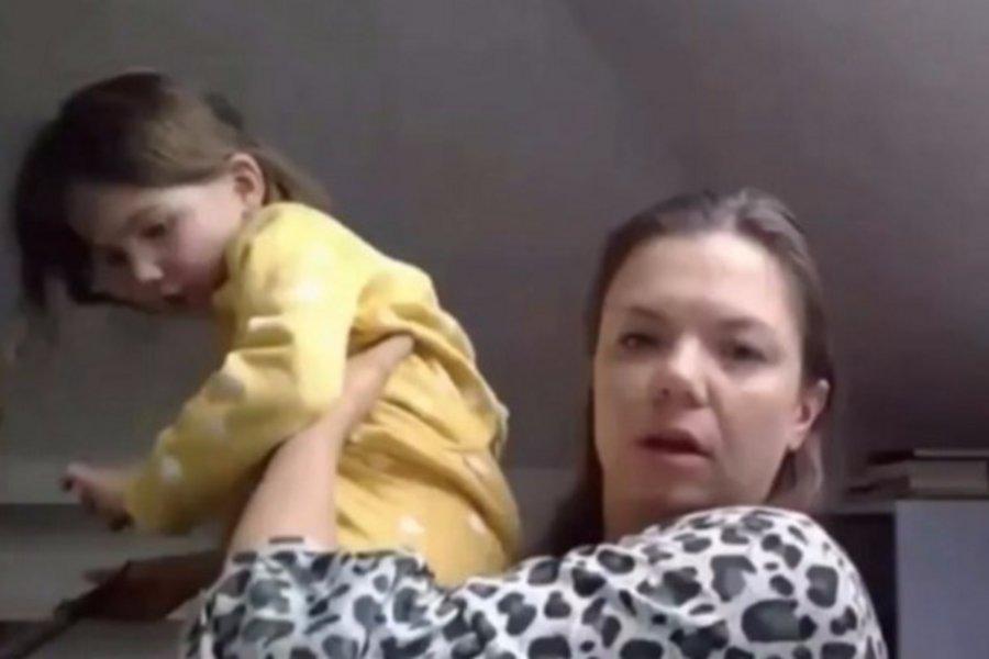 Viral - Κοριτσάκι διακόπτει ζωντανή σύνδεση στο BBC: «Μαμά πώς τον λένε;» - BINTEO