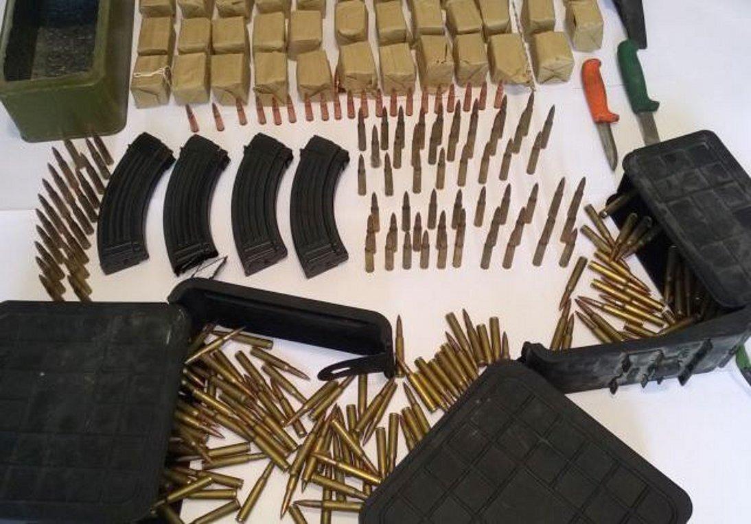 Όπλα, πυρομαχικά και λαθραία καπνικά προϊόντα εντοπίστηκαν σε ταχύπλοο στα Χανιά - Συνελήφθησαν 7 άτομα