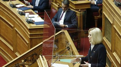 Σφοδρή σύγκρουση Μητσοτάκη - Γεννηματά στη Βουλή