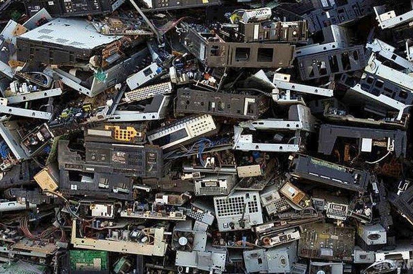 Τα ηλεκτρονικά απόβλητα αυξήθηκαν κατά 21% την τελευταία πενταετία - Πόσα παράγει ετησίως η Ελλάδα