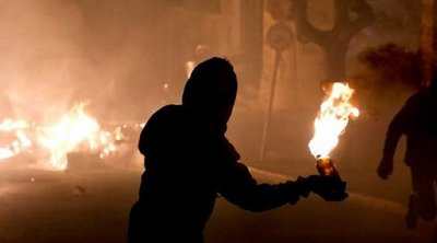 Εξάρχεια: Πεδίο μάχης τα ξημερώματα με 3 τραυματίες αστυνομικούς και 7 συλλήψεις