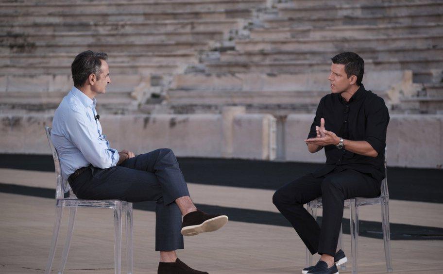 Κυριάκος Μητσοτάκης και Τάκης Φύσσας συζητούν για το Euro 2004 - BINTEO