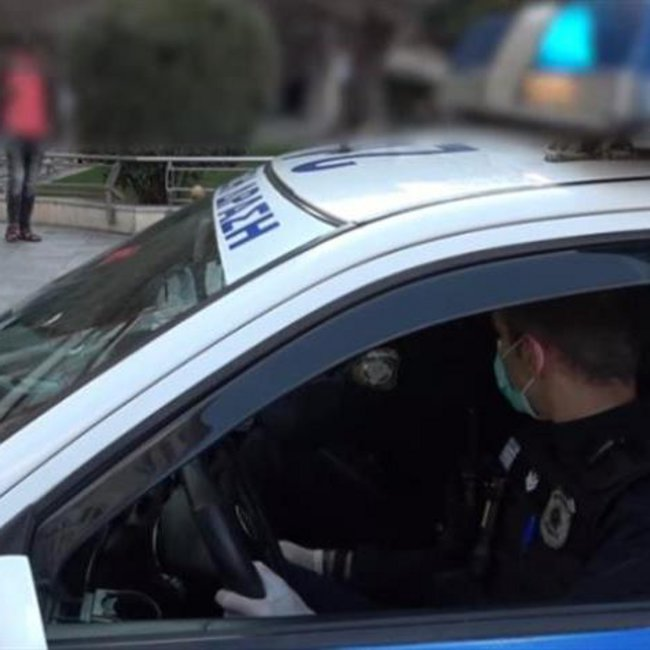 Σαρωτικοί έλεγχοι της Αστυνομίας στο κέντρο της Αθήνας - Εκατοντάδες προσαγωγές και δεκάδες συλλήψεις
