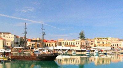 Ρέθυμνο: Βράβευση ζευγαριού τουριστών από τη Γερμανία που έχουν επισκεφτεί την Κρήτη πάνω από 50 φορές