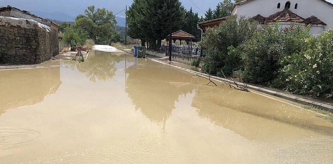 Θυελλώδεις άνεμοι και χαλάζι στη Χαλκιδική - «Φούσκωσε» ο Πηνειός - Ζημιές στο οδικό δίκτυο της Κοζάνης