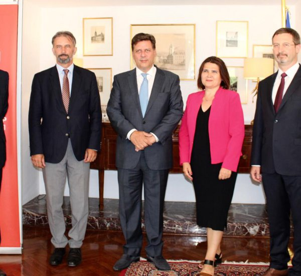 Συνάντηση Βαρβιτσιώτη με τους επικεφαλής των διπλωματικών αρχών της ομάδας Βίσεγκραντ