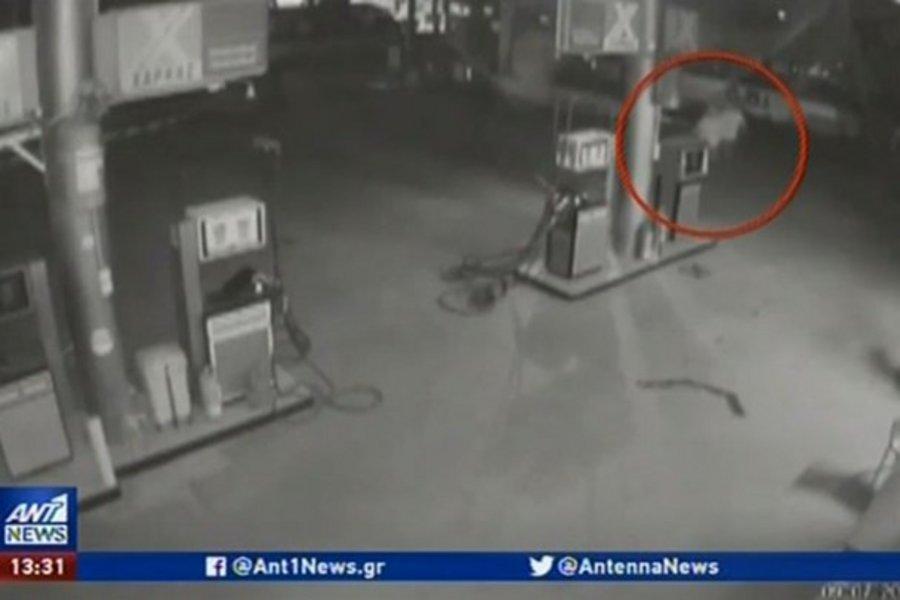 Θεσσαλονίκη: Καρέ- καρέ ληστεία σε βενζινάδικο - Έσπασαν τις τζαμαρίες με βαριοπούλες