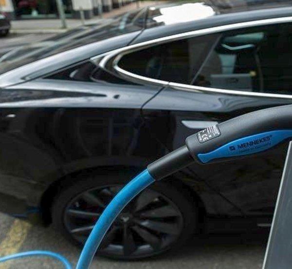 Βελτιωμένα κίνητρα για ηλεκτρικά οχήματα - Τι περιλαμβάνει το ν/σ του υπ. Περιβάλλοντος και Ενέργειας