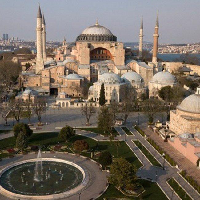 Αγία Σοφία: «Ούτε με λέιζερ, ούτε με φως θα καλυφθούν οι αγιογραφίες» λέει ο Τούρκος υπουργός Πολιτισμού