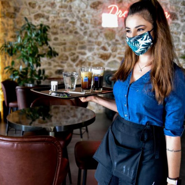 Ενδεχόμενο νέων περιορισμών σε μπαρ, εστιατόρια - Παπαθανάσης: Θα κλείνουν 15 μέρες στην πρώτη παράβαση