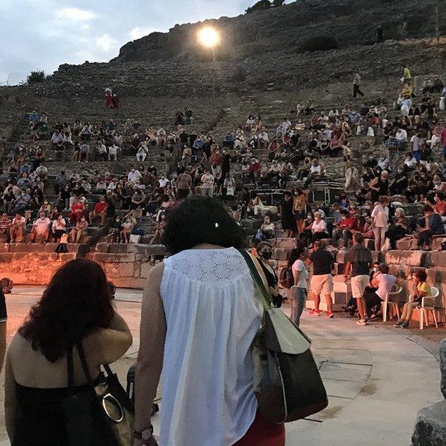 Με τήρηση μέτρων η συναυλία Ξαρχάκου στους Φιλίππους - Θεατές που δεν ήθελαν μάσκες πήραν τα λεφτά τους πίσω και έφυγαν