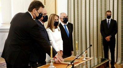 Ορκωμοσία: Το δώρο του Κυριάκου Μητσοτάκη στα νέα μέλη της κυβέρνησης